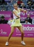 Теннисист Магдалена Rybarikova возвращает шарик во время спички тенниса Стоковые Изображения RF