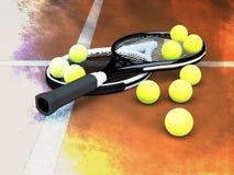 Теннисные мячи конца-вверх и ракетки тенниса на суде глины стоковое изображение
