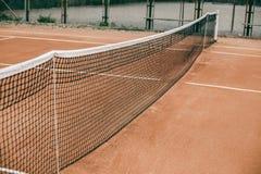 Теннисный корт с решеткой для профессиональных игр Стоковое фото RF