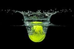 Теннисный мяч Стоковые Изображения