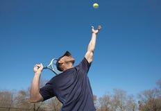 теннис подачи Стоковое фото RF