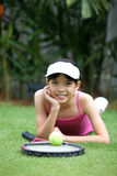 теннис ракетки девушки шарика Стоковые Фотографии RF