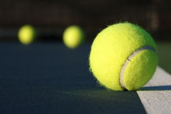 теннис суда шарика Стоковые Фотографии RF