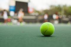теннис шарика зеленый Стоковое Изображение
