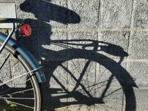 Тень велосипеда на стене, Амстердаме Стоковые Изображения RF