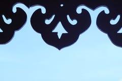 Тень деревянный высекать неба на заднем плане Стоковые Изображения RF