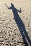 Тень женщины выполняя йогу Стоковое фото RF
