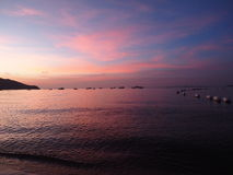 Тень захода солнца предпосылки на море и мягкий свет Стоковое Изображение RF