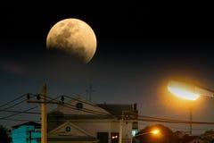 Тень земли над супер голубой луной в полном лунном затмении Стоковое фото RF