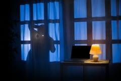 Тень или силуэт похитителя стоковые фотографии rf