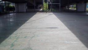 Тень моста на конкретном футбольном поле Стоковое фото RF
