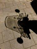 Тень мотоцикла вечером стоковая фотография rf