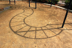 Тень на земле на игровой площадке детей Стоковые Изображения RF