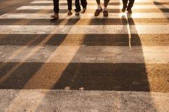 Тень ноги с backlight с красивым заходом солнца на заливе Манилы Стоковое Фото