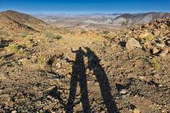 Тень пар отраженных в горах стоковые фото