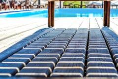 Тень loungers бассейном Стоковое Фото