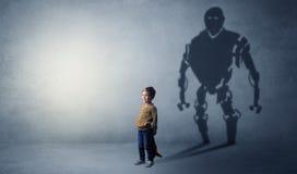 Тень Robotman милого мальчика стоковое изображение rf