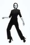тенденция Модная шикарная честолюбивая женщина в черноте способ высокий Стоковые Фотографии RF