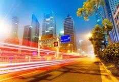 Теперь город на ноче стоковое изображение rf