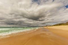 Теплая сцена пляжа Стоковые Фотографии RF