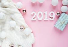 Теплая, уютная белая одежда зимы, 2019 номеров стоковое фото