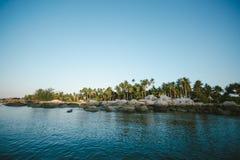 Теплый дом на море стоковое изображение rf