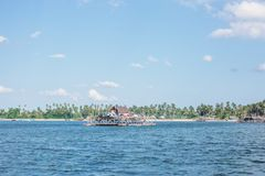 Теплый дом на море стоковое фото rf