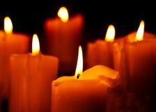 Теплый свет горящей свечи Стоковые Изображения RF