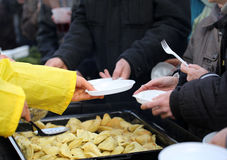 Теплая еда для бедных и бездомные как Стоковая Фотография