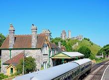 Тепловозный поезд в железнодорожном вокзале Corfe Стоковые Фотографии RF