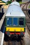 Тепловозный поезд на железнодорожном вокзале Corfe Стоковые Фотографии RF