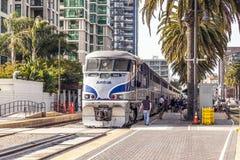 Тепловозный поезд приезжает на соединение Стоковое Фото
