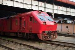 Тепловоз крупного плана пассажирского поезда Центральный железнодорожный вокзал Коломбо Стоковые Фото