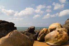 Теплое море и большие камни стоковое фото