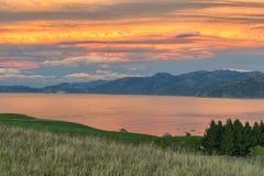 Теплый восход солнца на Kaikoura выстраивает в ряд, Новая Зеландия Стоковое Изображение RF