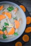 Теплый деревянный стол петрушки морковей супа гриба еды Стоковые Изображения