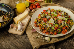 Теплый салат чечевиц, био здоровой стоковые изображения