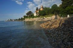 Теплый свет утра на пляже в Opatija, Хорватии Стоковые Изображения