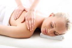 Терапевтический массаж, излечивает боль и ослабляет Стоковая Фотография
