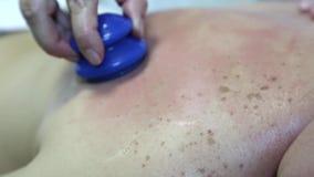 Терапевтический массаж медицинский сток-видео