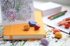 Терапия искусства и цвета Анти- книжка-раскраска взрослого стресса Стоковое Изображение RF