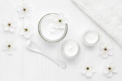 Терапия маски косметики стороны skincare косметического cream cleanser заботы ночи лицевая стоковое изображение rf