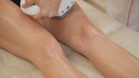 Терапия Anticellulite с косметологией оборудования видеоматериал