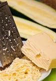 Терка сыра с цукини Стоковая Фотография