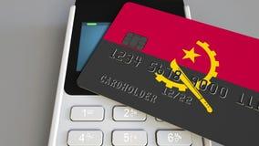 Терминал оплаты с кредитной карточкой отличая флагом Анголы 3D анимация ангольской национальной банковской системы схематическая акции видеоматериалы