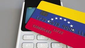 Терминал оплаты с кредитной карточкой отличая флагом Венесуэлы Венесуэльская национальная банковская система схематическое 3D видеоматериал