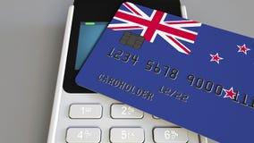 Терминал оплаты с кредитной карточкой отличая флагом Новой Зеландии 3D анимация национальной банковской системы схематическая акции видеоматериалы