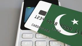 Терминал оплаты с кредитной карточкой отличая флагом Пакистана 3D анимация пакистанской национальной банковской системы схематиче сток-видео