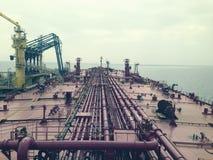 Терминал сырой нефти, взгляд от суперструктуры стоковая фотография rf