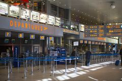 Терминальная зала международного аэропорта Кракова-Balice Иоанна Павел II John Paul II отпраздновала свою пятидесятую годовщину Стоковое Изображение RF